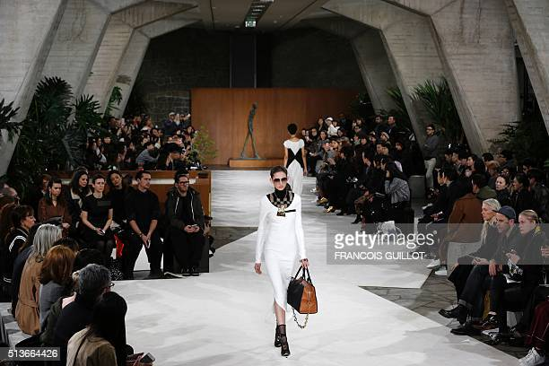 A model presents a creation for Loewe during the 20162017 fall/winter readytowear collection on March 4 2016 in Paris AFP PHOTO / FRANCOIS GUILLOT /...