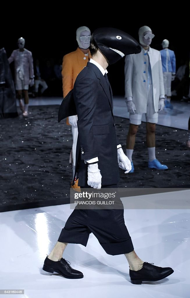 A model presents a creation for Thom Browne during the men Spring-Summer 2017 collection fashion show on June 26, 2016 in Paris. / AFP / FRANCOIS