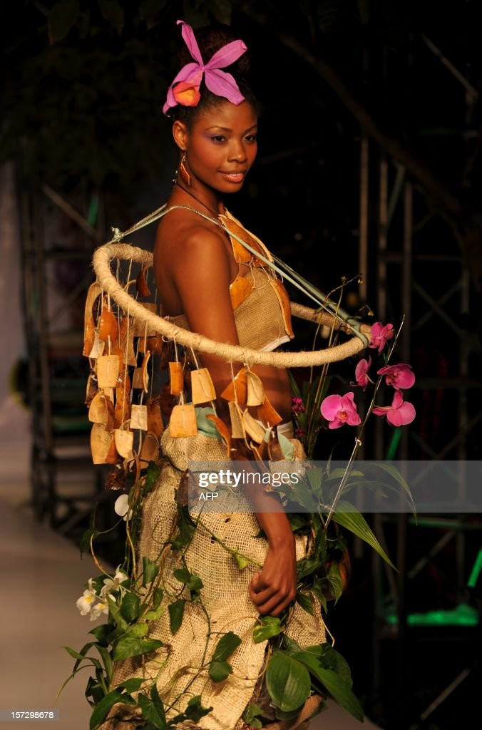 A model presents a creation with organic elements during the BioFashion Tropico Show 2012 on December 1, 2012, in Cali, Valle del Cauca department, Colombia. The designs are made ??with live plants, natural materials and recyclable elements with the aim of draw attention to environmental conservation. AFP PHOTO / Luis ROBAYO