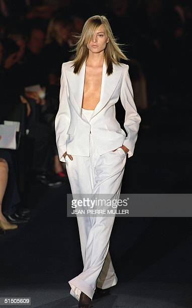 A model presents a white ensemble by US designer Tom Ford during his first readytowear show for Yves Saint Laurent 13 October 2000 in Paris at the...