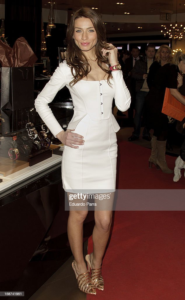 Model Raquel Jimenez attends new Savoy collection photocall at El Corte Ingles store on December 27, 2012 in Madrid, Spain.