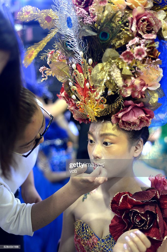 A model receives makeup during the 31th China (Jinan) International Beauty, Hairdressing & Cosmetics Expo on May 5, 2016 in Jinan, Shandong Province of China. Participants showed various makeups and attire on the exposition.