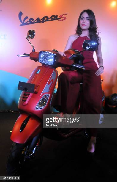 Model ride the bike at the launch of the Vespa LX and S iget 125cc in Jakarta on March 24 2017 The Indonesian Piaggio launches Vespa LX and S iget...