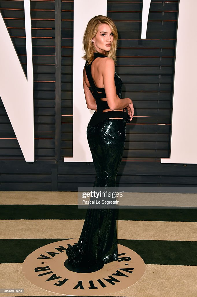 Model Rosie Hiuntington-Whiteley attends the 2015 Vanity Fair Oscar Party hosted by Graydon Carter at Wallis Annenberg Center for the Performing Arts on February 22, 2015 in Beverly Hills, California.