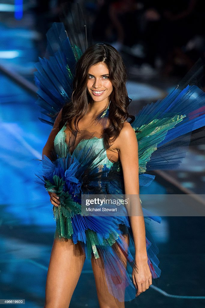 Model <a gi-track='captionPersonalityLinkClicked' href='/galleries/personality/8530560' ng-click='$event.stopPropagation()'>Sara Sampaio</a> walks the runway during the 2015 Victoria's Secret Fashion Show at the Lexington Armory on November 10, 2015 in New York City.