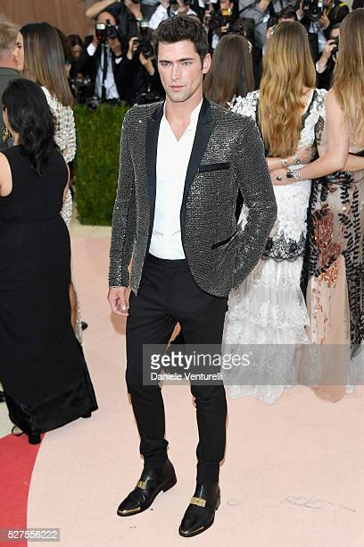 Model Sean O'Pry attends the 'Manus x Machina Fashion In An Age Of Technology' Costume Institute Gala at Metropolitan Museum of Art on May 2 2016 in...