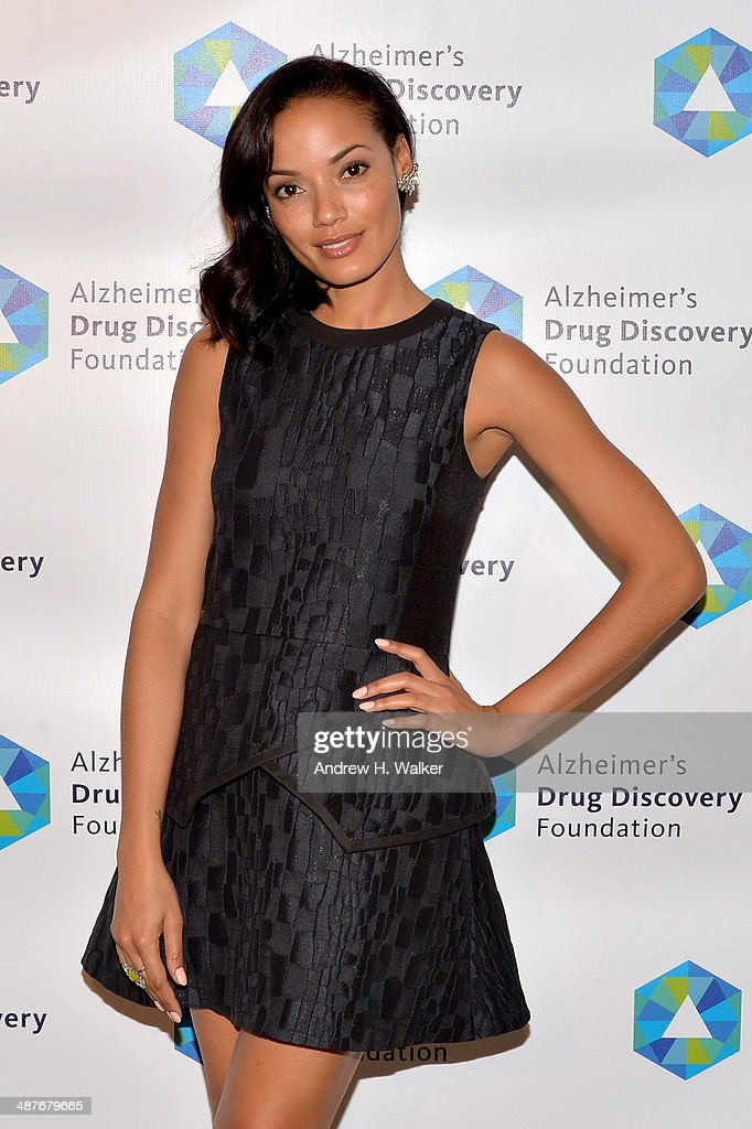 Model <a gi-track='captionPersonalityLinkClicked' href=/galleries/search?phrase=Selita+Ebanks&family=editorial&specificpeople=619483 ng-click='$event.stopPropagation()'>Selita Ebanks</a> attends Alzheimer's Drug Discovery Foundation eighth Annual Connoisseur's Dinner at Sotheby's on May 1, 2014 in New York City.