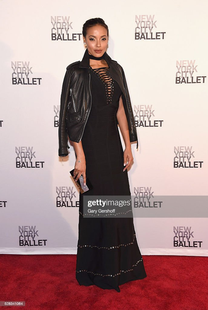 Model <a gi-track='captionPersonalityLinkClicked' href=/galleries/search?phrase=Selita+Ebanks&family=editorial&specificpeople=619483 ng-click='$event.stopPropagation()'>Selita Ebanks</a> attends the 2016 New York City Ballet Spring Gala at David H. Koch Theater at Lincoln Center on May 4, 2016 in New York City.