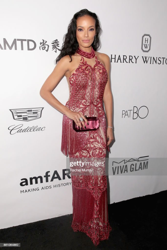 Model Selita Ebanks attends the amfAR Gala Los Angeles 2017 at Ron Burkle's Green Acres Estate on October 13, 2017 in Beverly Hills, California.
