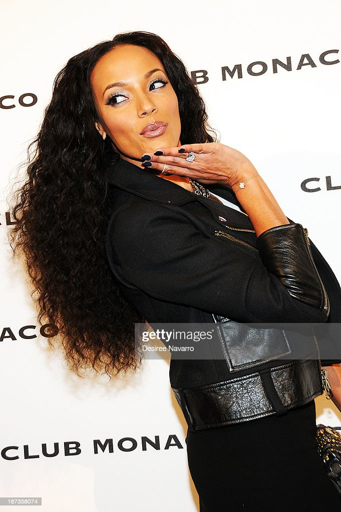 Model <a gi-track='captionPersonalityLinkClicked' href=/galleries/search?phrase=Selita+Ebanks&family=editorial&specificpeople=619483 ng-click='$event.stopPropagation()'>Selita Ebanks</a> attends the opening celebration of Club Monoco's Fifth Avenue Flagship at Club Monaco Fifth Avenue on November 7, 2013 in New York City.
