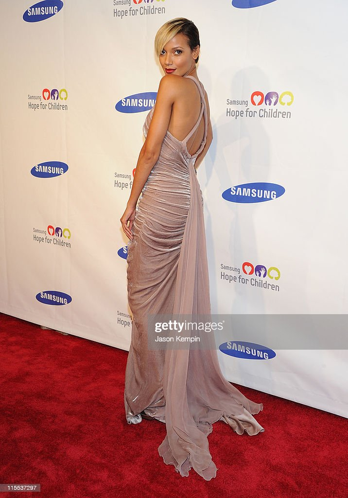 Model Selita Ebanks attends the Samsung Hope for Children gala at Cipriani Wall Street on June 7, 2011 in New York City.
