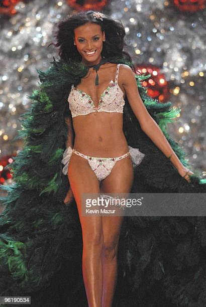 Model Selita Ebanks during the 12th Annual Victoria's Secret Fashion Show at the Kodak Theater on November 15 2007 in Los Angeles