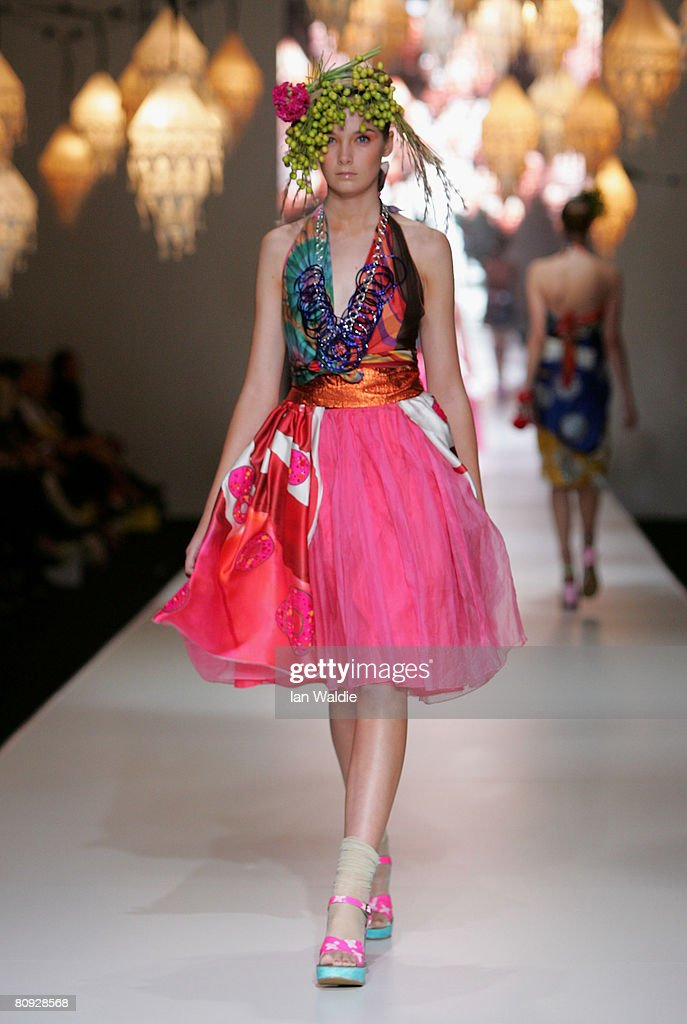 A model showcases an outift by designer Easton Pearson on the catwalk during the third day of the Rosemount Australian Fashion Week Spring/Summer...