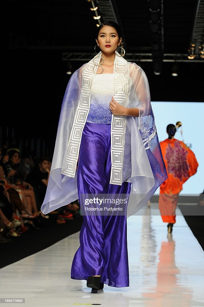 A model showcases designs by Agnes Budhisurya on the runway at the Peony show during Jakarta Fashion Week 2014 at Senayan City on October 22, 2013 in Jakarta, Indonesia.