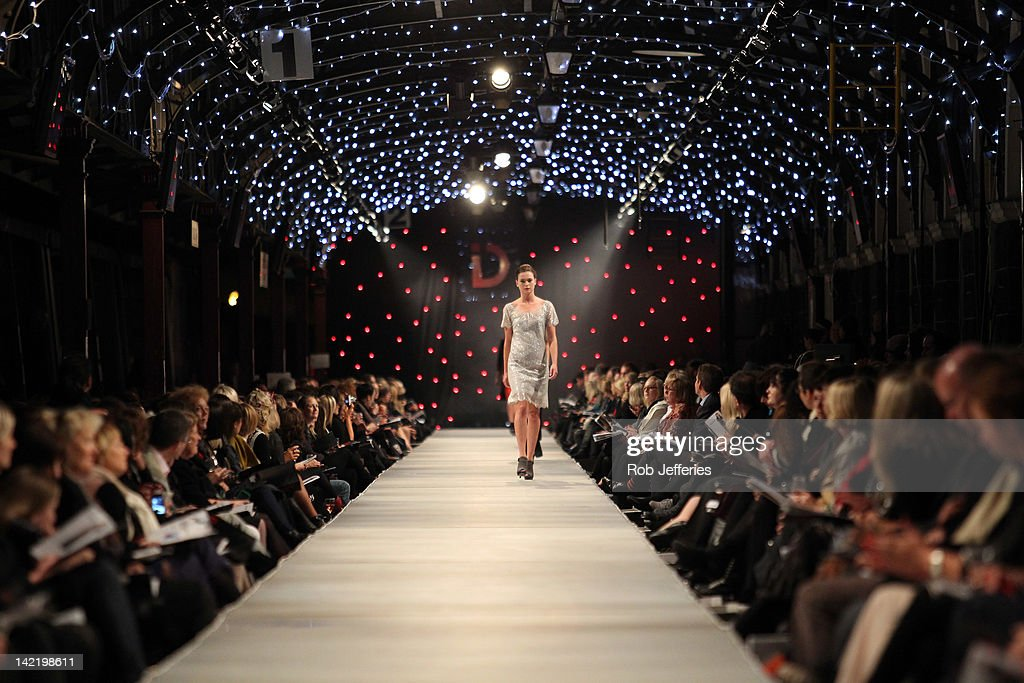 Photo collection fashion runway wallpaper for Runway fashion show video