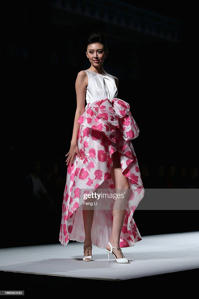 A model showcases designs by Chinese designer Yuan Bing on the runway at VISCAP Yuan Bing Collection show during Mercedes-Benz China Fashion Week Spring/Summer 2014 at Beijing Hotel on October 28, 2013 in Beijing, China.