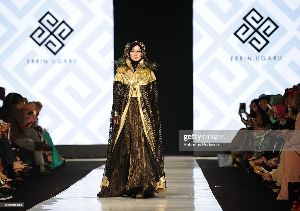 A model showcases designs by Errin Ugaru on the runway at the Dames Uit Preanger show during Jakarta Fashion Week 2014 at Senayan City on October 25, 2013 in Jakarta, Indonesia.