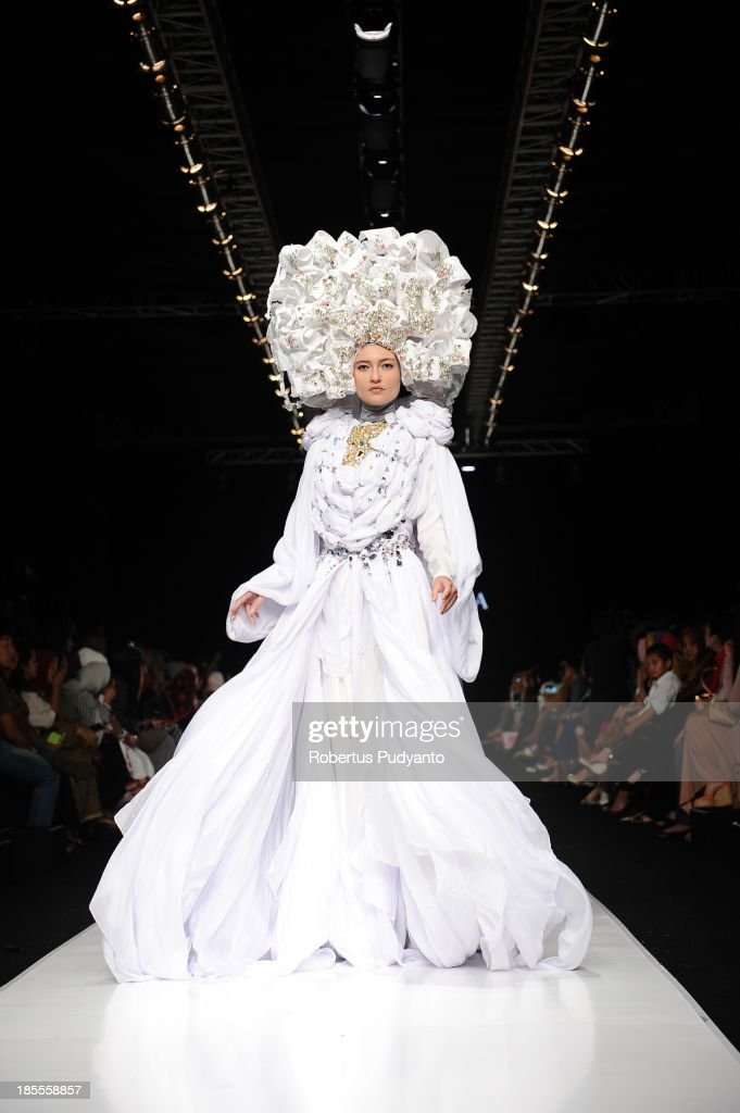 A model showcases designs by Fenny Mustafa on the runway at the Queen of Scarf show during Jakarta Fashion Week 2014 at Senayan City on October 22, 2013 in Jakarta, Indonesia.
