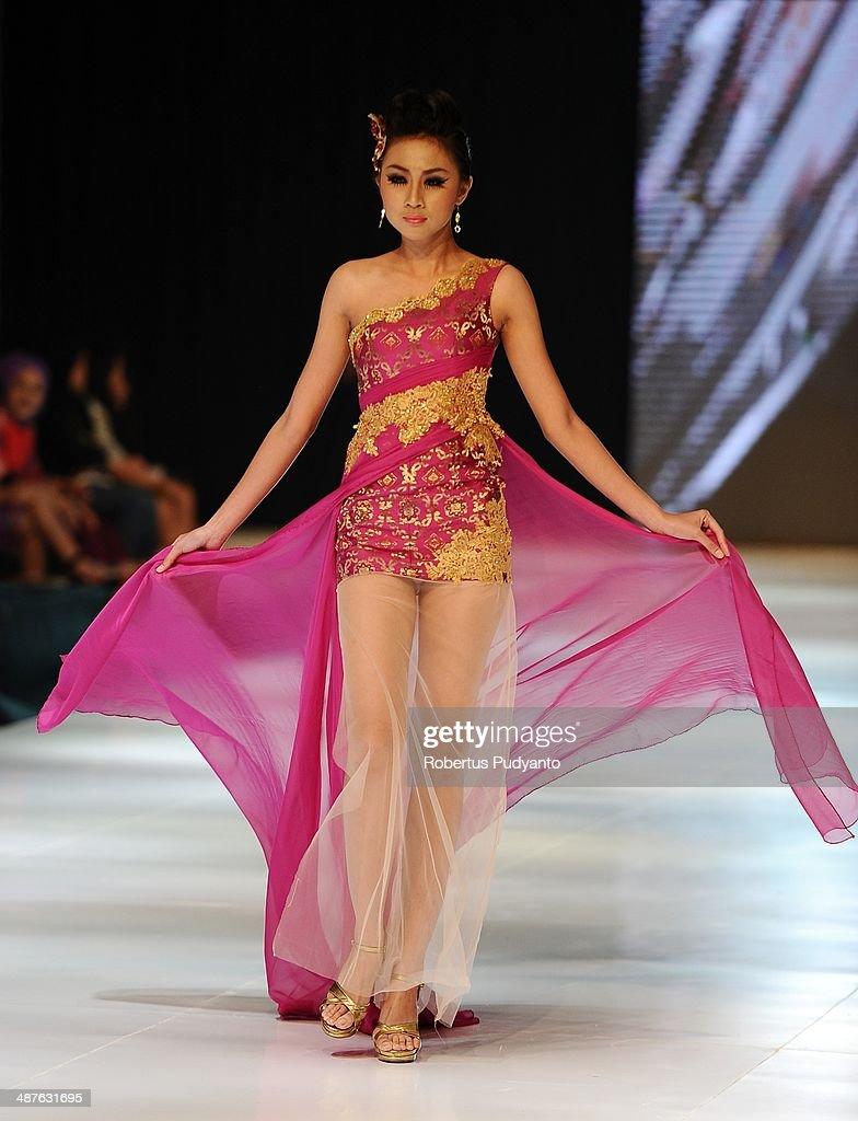 A model showcases designs by Lenny Kurniawati on the runway at Glamorous Heritage of Tenun show during The 7th Surabaya Fashion Parade 'NIWASANA NUSANTARA 2014' at Tunjungan Plaza on on May 1, 2014 in Surabaya, Indonesia.