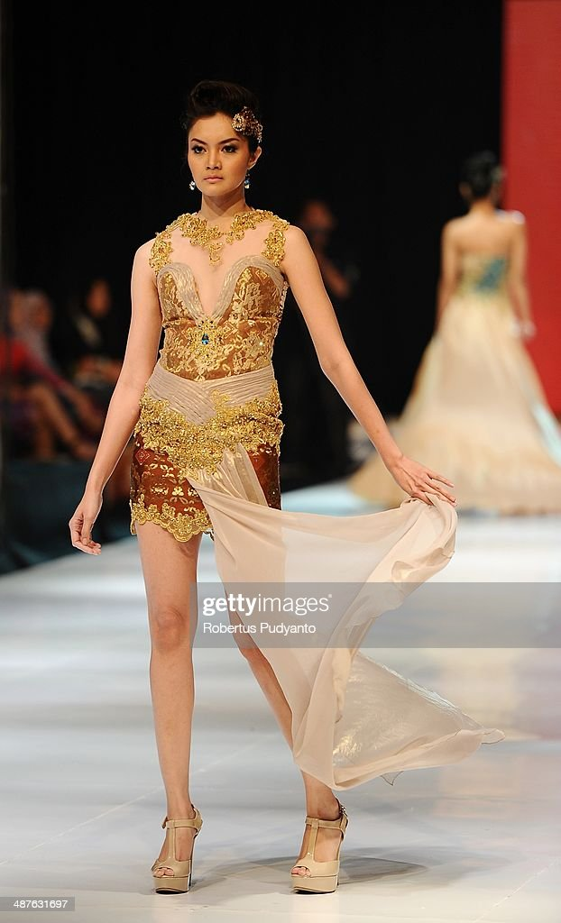 A model showcases designs by Lenny Kurniawati on the runway at Glamorous Heritage of Tenun show during The 7th Surabaya Fashion Parade 'NIWASANA NUSANTARA 2014' at Tunjungan Plaza on on May 1, 2014 in Surabaya, Indonesia.