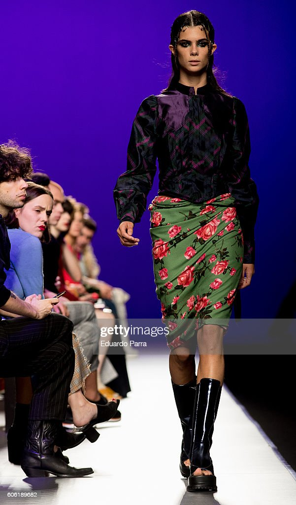 model-showcases-designs-by-manemane-on-the-runway-at-the-manemane-picture-id606189682