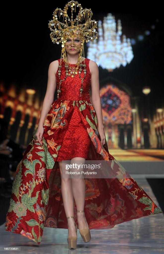 A model showcases designs by Mariana Sutandi on the runway at the Parang Kencana show during Jakarta Fashion Week 2014 at Senayan City on October 24, 2013 in Jakarta, Indonesia.