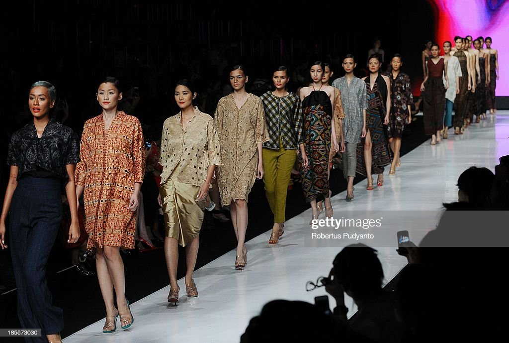 A model showcases designs by Oscar Lawalata on the runway at the I am Indonesian show during Jakarta Fashion Week 2014 at Senayan City on October 22, 2013 in Jakarta, Indonesia.