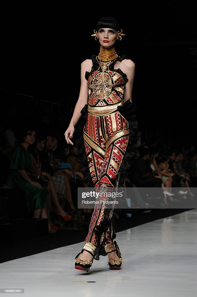 A model showcases designs by Priyo Oktaviano on the runway at the Galore Couture show during Jakarta Fashion Week 2014 at Senayan City on October 25, 2013 in Jakarta, Indonesia.