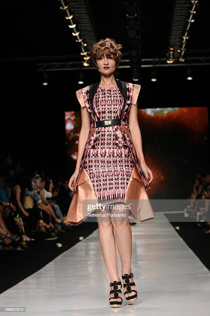 A model showcases designs by Rinda Salmun and hair by Lie Kuang on the runway at the It Looks Fall Winter 13/14 show during Jakarta Fashion Week 2014 at Senayan City on October 23, 2013 in Jakarta, Indonesia.