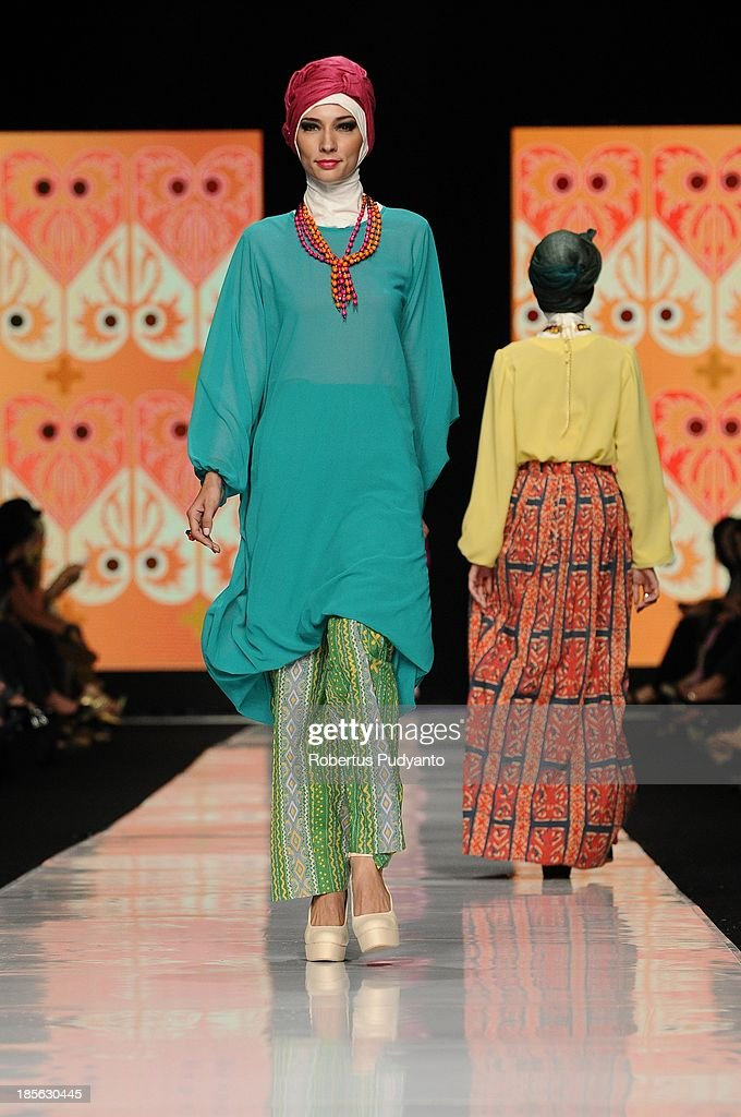 A model showcases designs by Risty Tagor on the runway at the Gorgeous Gorga show during Jakarta Fashion Week 2014 at Senayan City on October 23, 2013 in Jakarta, Indonesia.