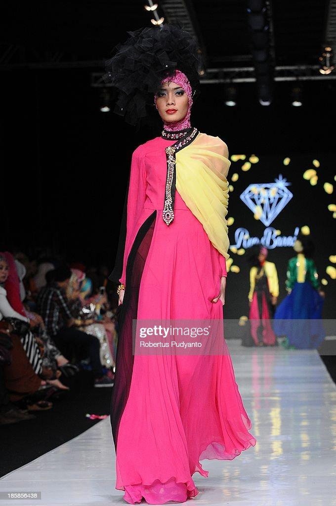 A model showcases designs by Rya Baraba on the runway at the Ebelik Bernah show during Jakarta Fashion Week 2014 at Senayan City on October 25, 2013 in Jakarta, Indonesia.