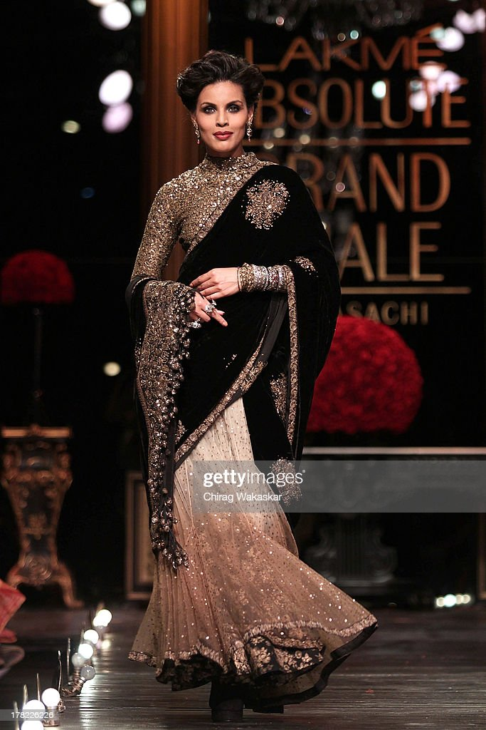 Lakme Fashion Week Winter/Festive 2013 - Day 5 | Getty Images Sabyasachi Lakme Fashion Week Winter Festive 2013