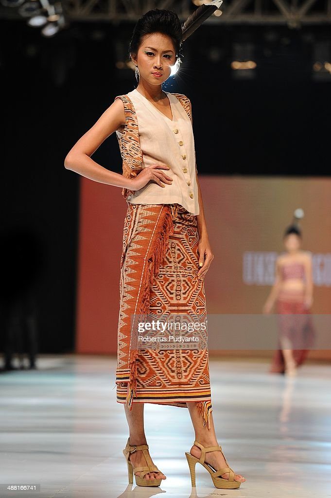 A model showcases designs by Uke Toegimin on the runway during The 7th Surabaya Fashion Parade 'NIWASANA NUSANTARA 2014' day four at Tunjungan Plaza on May 4, 2014 in Surabaya, Indonesia.