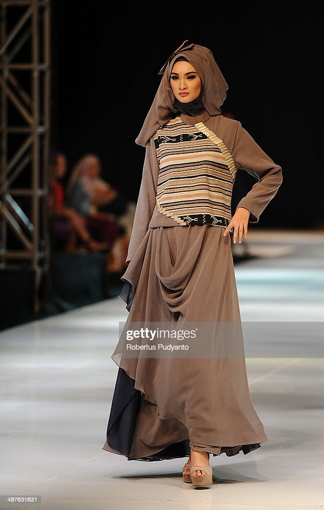 A model showcases designs by Yuyuk Nurmaisyah on the runway at Geometric Nusa Tenggara show during The 7th Surabaya Fashion Parade 'NIWASANA NUSANTARA 2014' at Tunjungan Plaza on on May 1, 2014 in Surabaya, Indonesia.