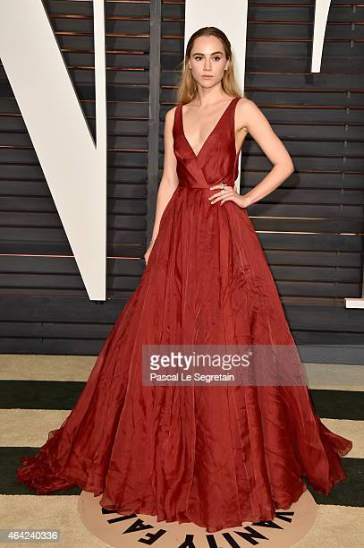 Model Suki Waterhouse attends the 2015 Vanity Fair Oscar Party hosted by Graydon Carter at Wallis Annenberg Center for the Performing Arts on...