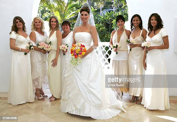 Model Tanya Callau poses in her Oscar de la Renta gown with her bridesmaids before her wedding to actor/producer Alan Thicke on May 7 2005 at The...