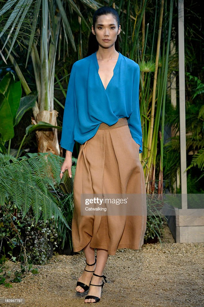 Model <a gi-track='captionPersonalityLinkClicked' href=/galleries/search?phrase=Tao+Okamoto&family=editorial&specificpeople=6147528 ng-click='$event.stopPropagation()'>Tao Okamoto</a> walks the runway at the Hermes Spring Summer 2014 fashion show during Paris Fashion Week on October 2, 2013 in Paris, France.