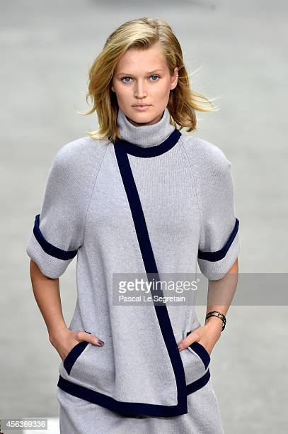 Model Toni Garrn walks the runway during the Chanel show as part of the Paris Fashion Week Womenswear Spring/Summer 2015 on September 30 2014 in...