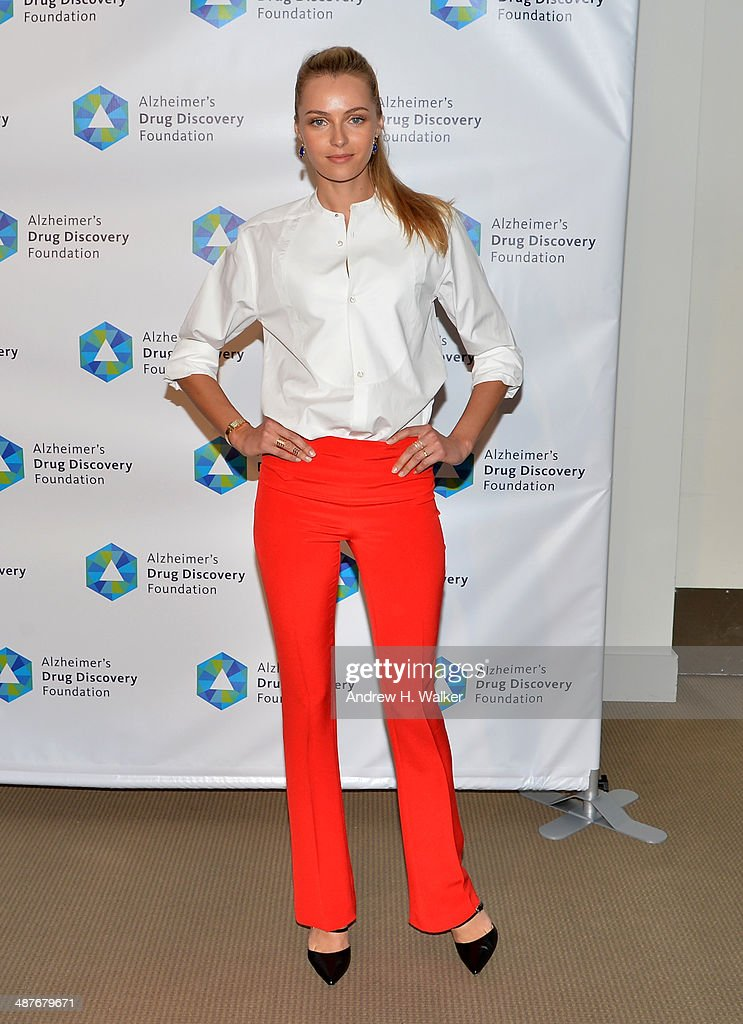 Model <a gi-track='captionPersonalityLinkClicked' href=/galleries/search?phrase=Valentina+Zelyaeva&family=editorial&specificpeople=4341773 ng-click='$event.stopPropagation()'>Valentina Zelyaeva</a> attends Alzheimer's Drug Discovery Foundation eighth Annual Connoisseur's Dinner at Sotheby's on May 1, 2014 in New York City.