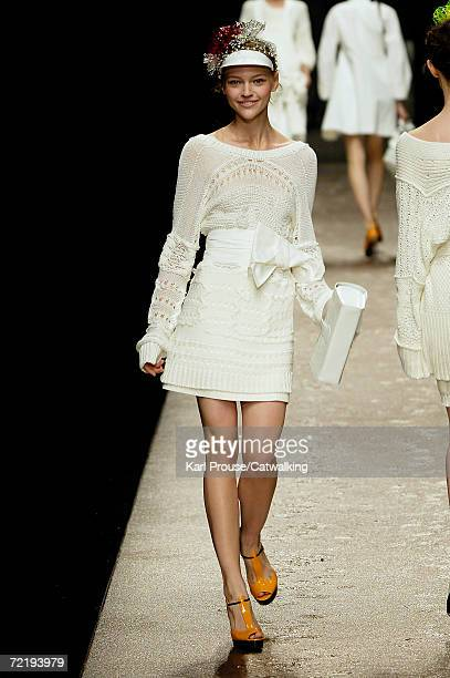 A model walks down the catwalk during the Sonia Rykiel Fashion Show as part of Paris Fashion Week Spring/Summer 2007 on October 6 2006 in Paris France