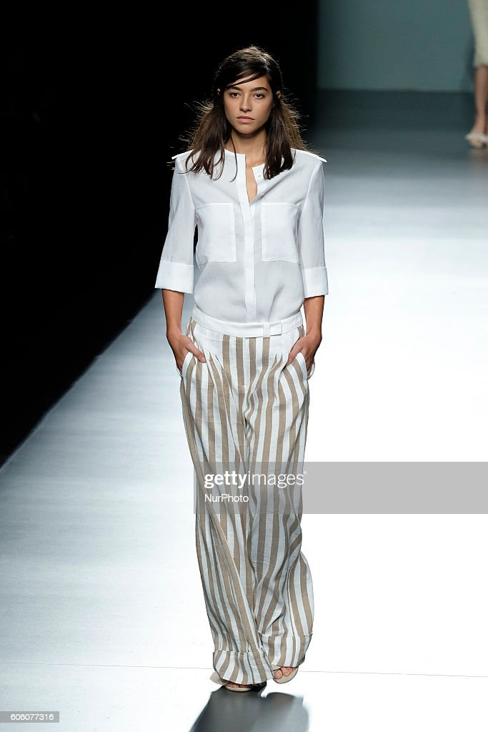 model-walks-during-angel-schlesser-fashion-show-at-madrid-fashion-picture-id606077316