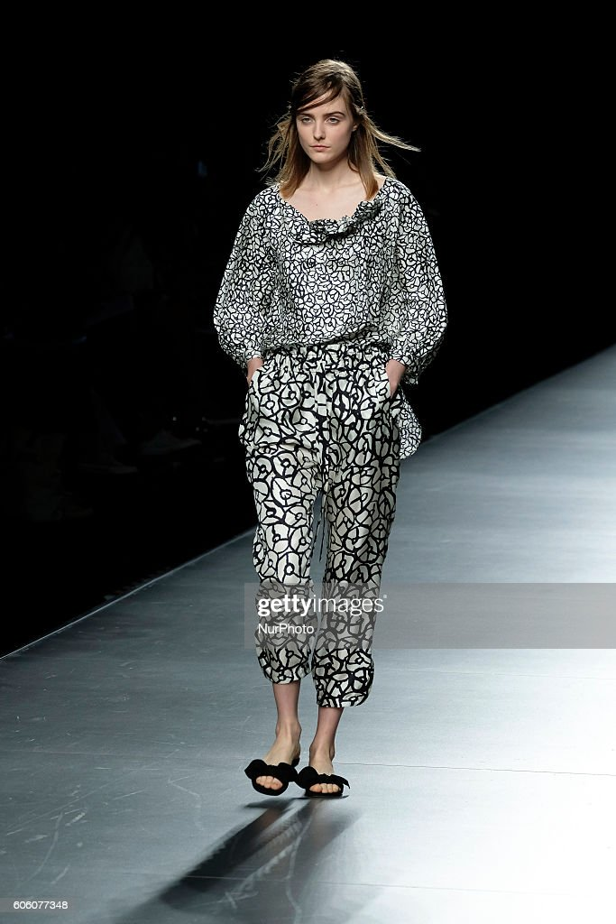 model-walks-during-angel-schlesser-fashion-show-at-madrid-fashion-picture-id606077348