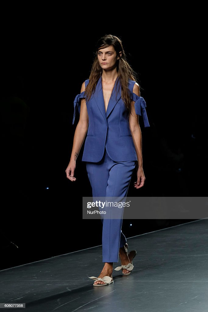 model-walks-during-angel-schlesser-fashion-show-at-madrid-fashion-picture-id606077358