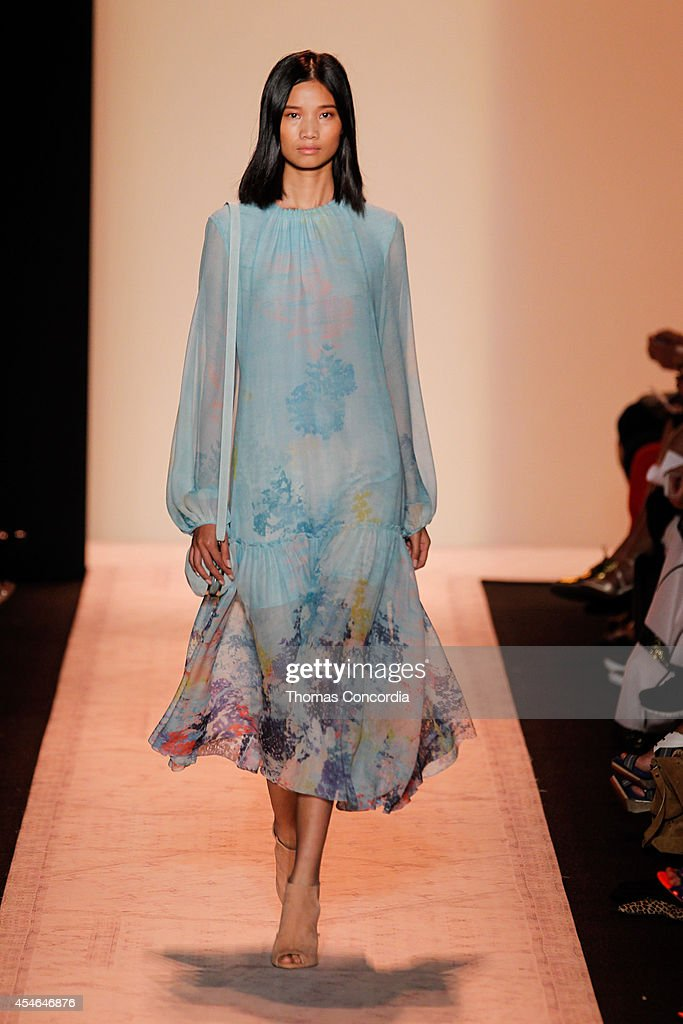 A model walks the runway at BCBGMAXAZRIA during MercedesBenz Fashion Week Spring 2015>> at The Theatre at Lincoln Center on September 4 2014 in New...