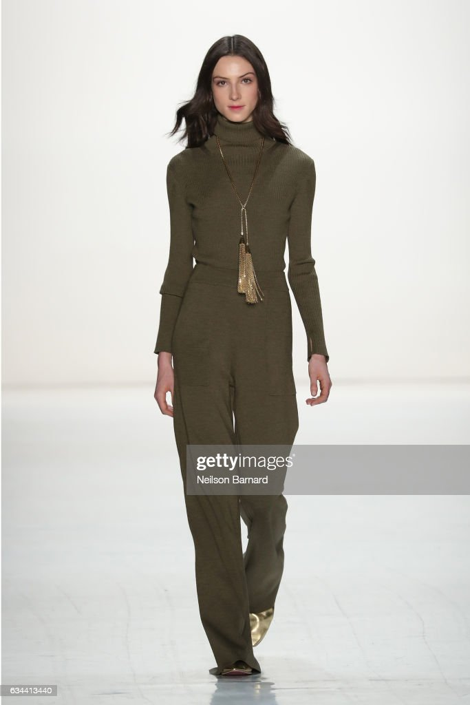 model-walks-the-runway-at-erin-fetherston-fashion-show-during-new-picture-id634413440