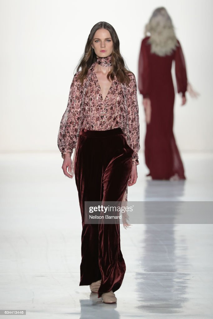 model-walks-the-runway-at-erin-fetherston-fashion-show-during-new-picture-id634413446