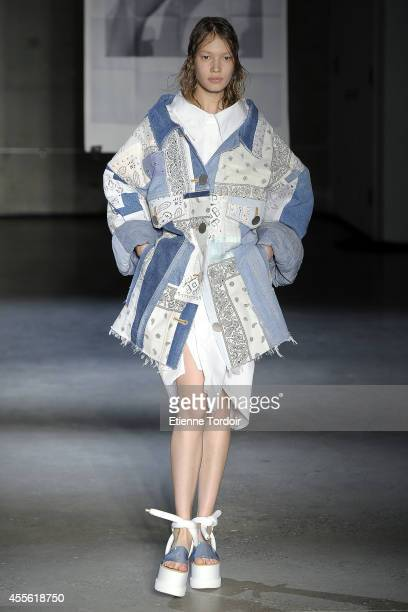 A model walks the runway at MM6 Maison Martin Margiela during MercedesBenz Fashion Week Spring 2015 at Skylight Modern on September 9 2014 in New...