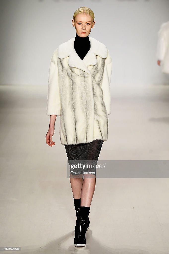 Ranfan runway mercedes benz fashion week fall winter for Mercedes benz fashion show