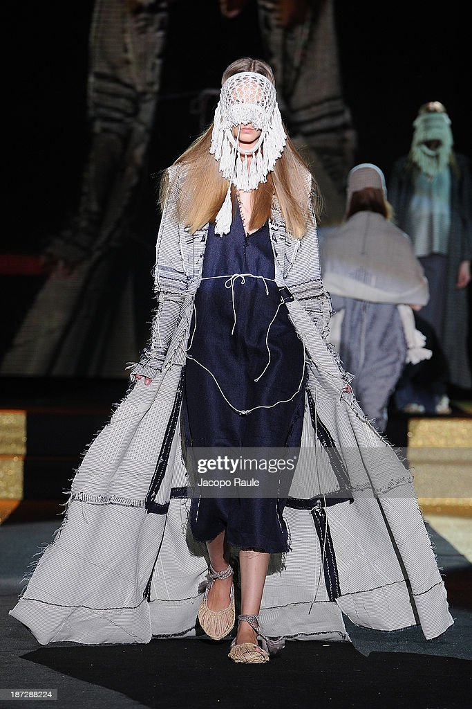 A model walks the runway at Renli Su Fashion Show during the Mittelmoda Special Edition 2013 for Lectra on November 7, 2013 in Milan, Italy.