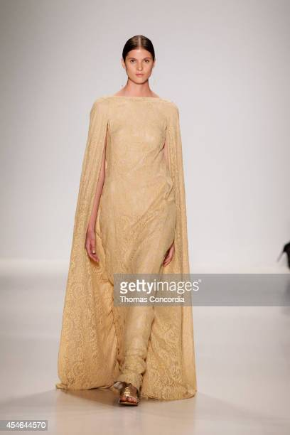 A model walks the runway at Tadashi Shoji during MercedesBenz Fashion Week Spring 2015>> at The Salon at Lincoln Center on September 4 2014 in New...